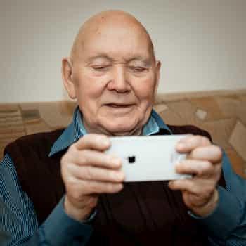 senior text messaging